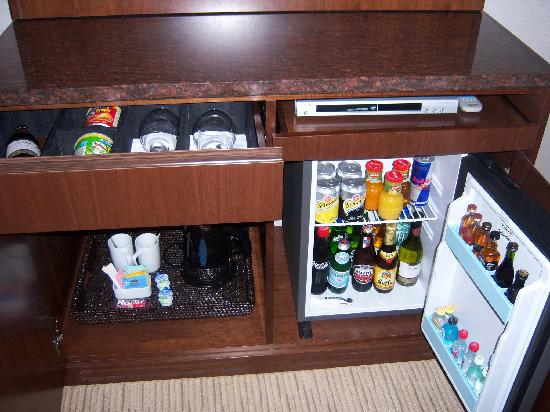 Crowne Plaza Dubai Festival City: In room mini bar