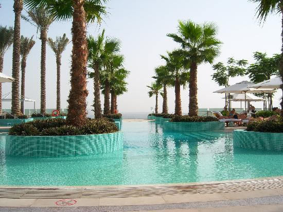 Crowne Plaza Dubai Festival City: View of the pool