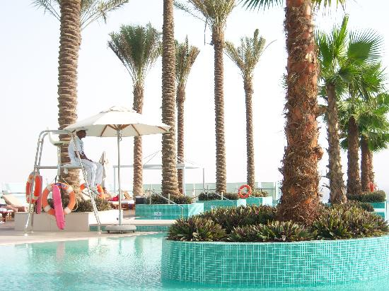 Crowne Plaza Dubai Festival City: Another view of the pool