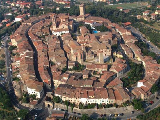 Lucignano, إيطاليا: Lucignano Aerial Shot