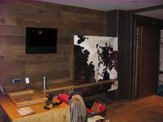 Grau Roig Andorra Boutique Hotel & Spa: Escritorio, minibar, TV, ..