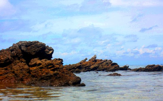 San Juan, Filippinerne: Rock formations, low tide