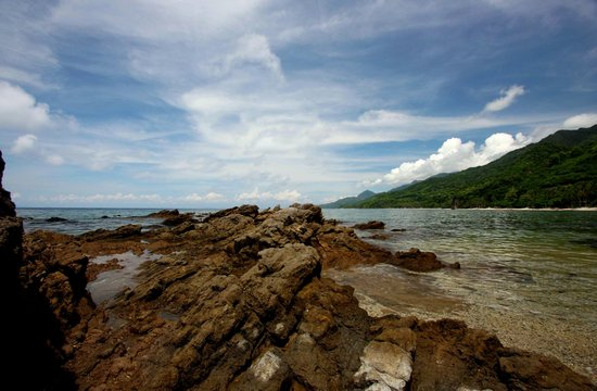 San Juan, Philippinen: Rock formations, low tide