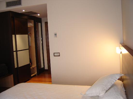 Hotel Rios : HAbitacion-Detalle del Armario en la entrada