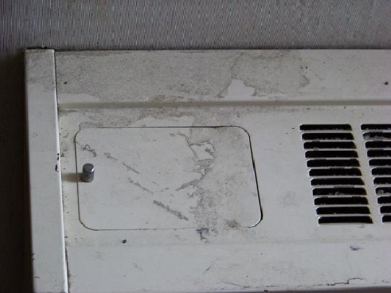 White River Inn and Suites: Air Conditioner Grime