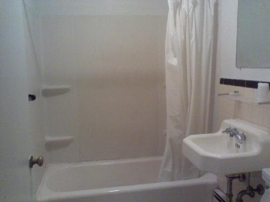 Ashford Motel: Bathroom