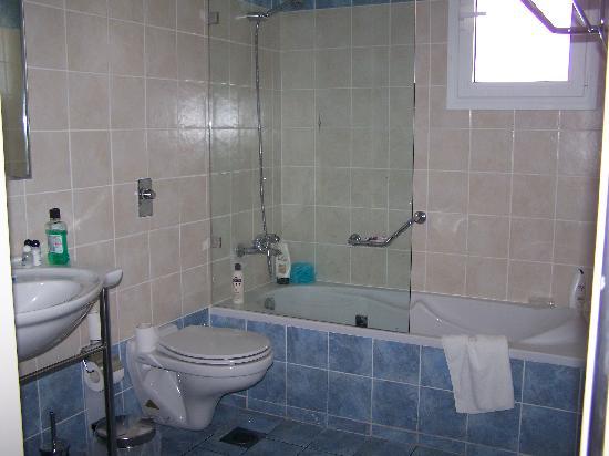 San Giorgio: bathroom