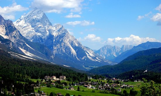 Trydent, Włochy: Driving through the Dolomites around Cortina