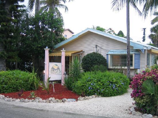 Captiva Island Inn Bed & Breakfast: front of inn