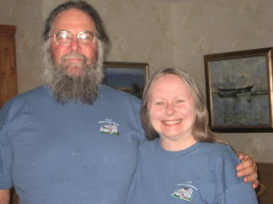 Inn at Rivers Edge Marina: Bob and Patty - welcome hosts of the Inn