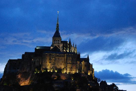 Hotel Croix Blanche: Mt St Michel at Sunset