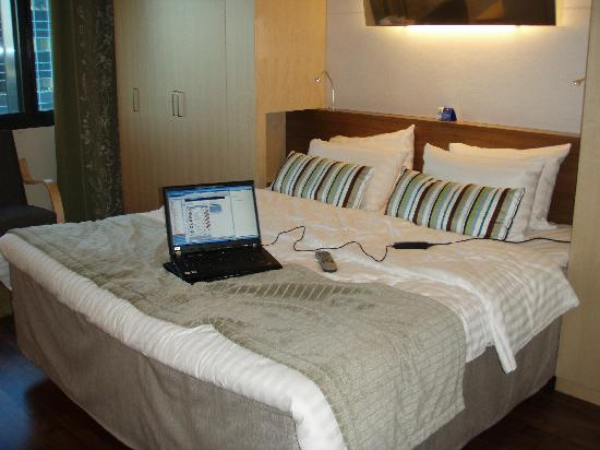 Hilton Helsinki Airport : the bed