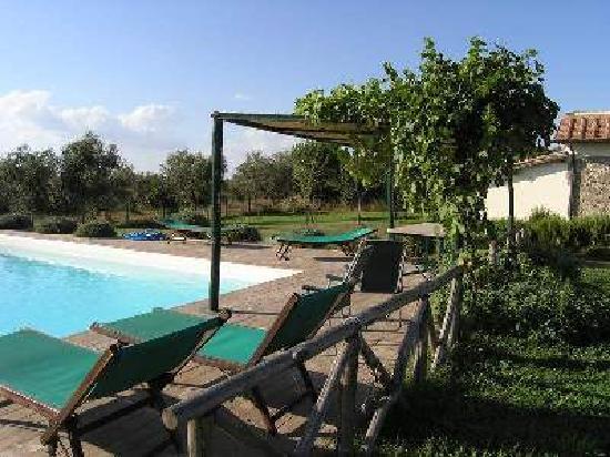 Le Pietre: Swimming-pool