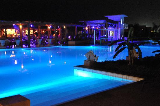 Ela Quality Resort Belek: Pool night view