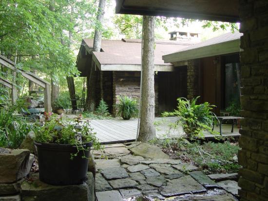 Azalea Falls Lodge & Cabin