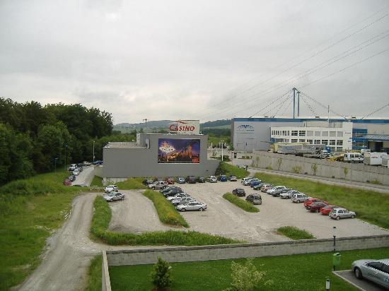 Hotel ibis Fribourg: Casino next door
