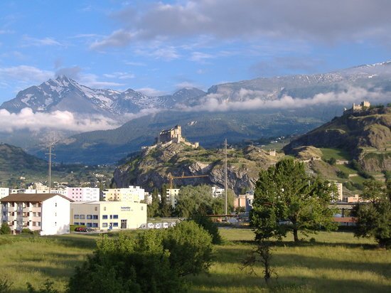 Sion, Suiza: looking at 800 years of history from my room