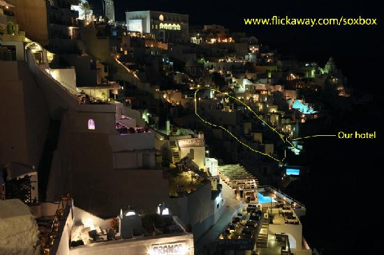 Scirocco Apartments: Night view of our hotel