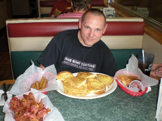 Tony's I-75 Restaurant : I ordered French toast, Sausage, Bacon & Toast