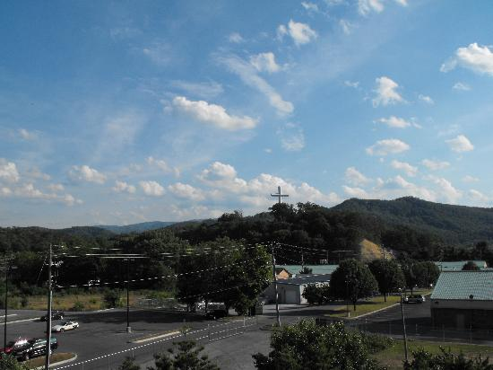 La Quinta Inn & Suites Pigeon Forge: View from our room at Red Roof