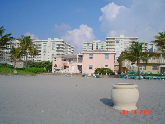 Here is the Manta Ray Inn from the ocean backyard