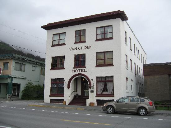 The Van Gilder Hotel: Front of Hotel