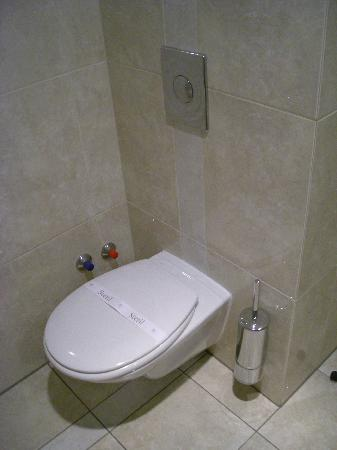 Casati Budapest Hotel : toilet