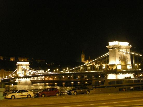 Casati Budapest Hotel : The Chain Bridge