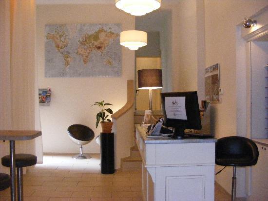 Schoenhouse Apartments: Reception