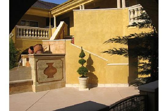 Best Western Dry Creek Inn: Courtyard