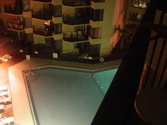 Sunbird Suites : The Pool in between the Towers