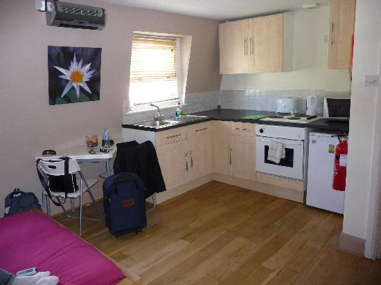 Hyde Park Suites Serviced Apartments: Bronze double studio