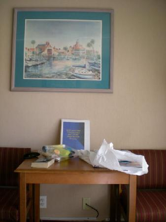 Best Western Canoga Park Motor Inn: Table