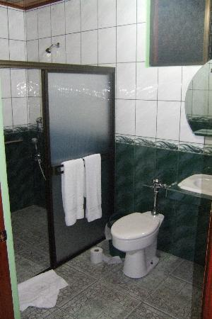 San Ramon, Costa Rica: huge bathroom