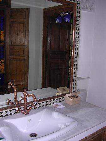 Riad Jaouhara: Bathroom