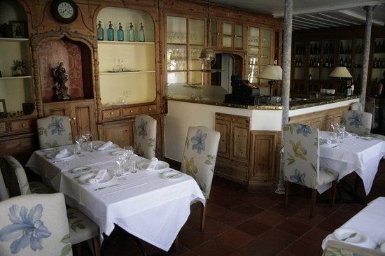 Colares Velho: dinning room