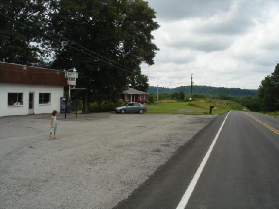 Ella, Кентукки: Not even a traffic light