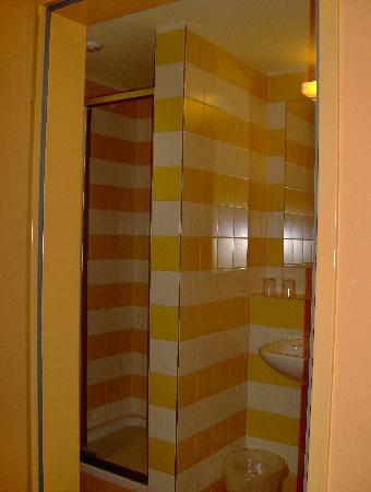 JUFA Hotel Wipptal: shower