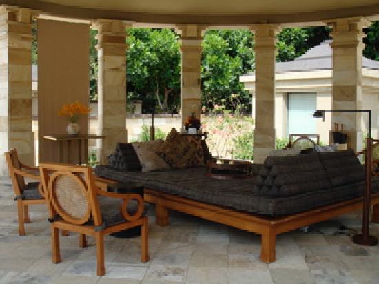 Amanjiwo Resorts: Outside lounge. Dalem Jiwo Suite
