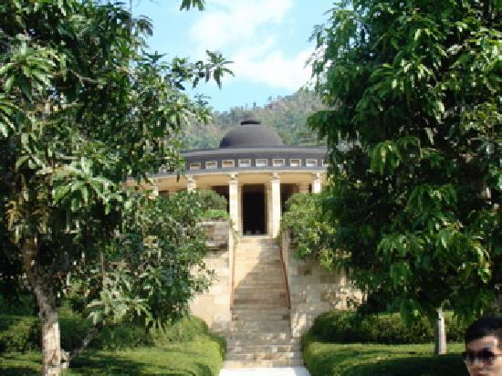 Amanjiwo Resorts: view from the pathway