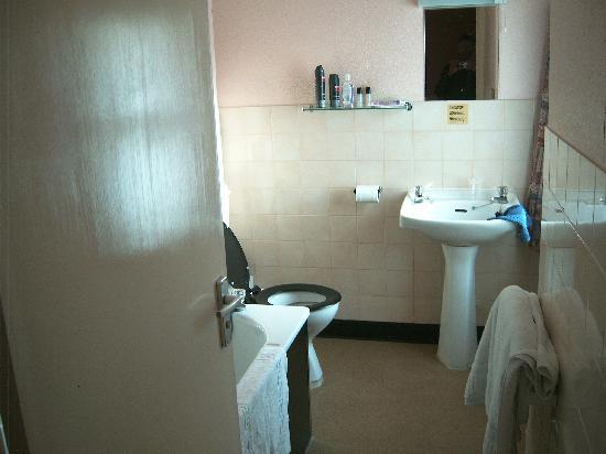 Hydro Hotel: Bathroom