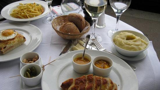 Photo of French Restaurant Café de l'Esplanade at 52 Rue Fabert, Paris 75007, France