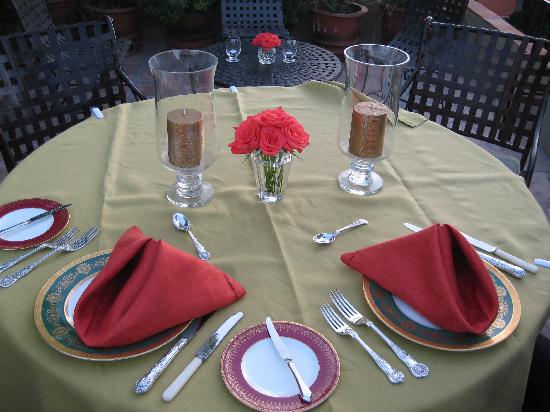Casa Misha: The table setting of our romantic dinner