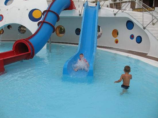 Parque Santiago: Childrens water slides