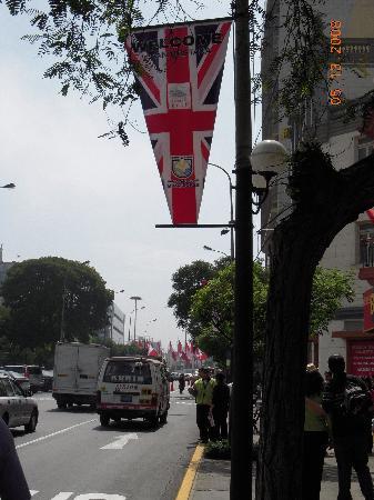 El Condado Miraflores Hotel & Suites: walking the streets outside El Condado Hotel