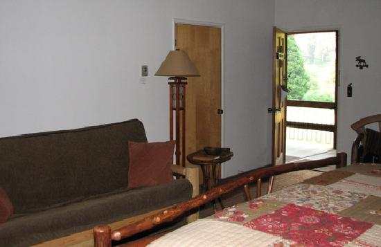 Camp Nelson Lodge: spacious room