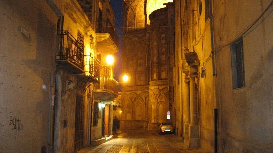 Domus Notari: Monreale at night