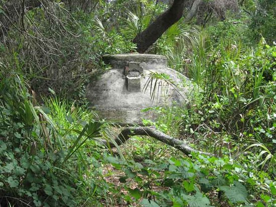 Cedar Key, Flórida: Cistern on trail at Atsena Otie Key
