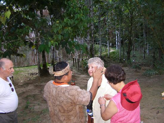 ExplorNapo Lodge : Me getting a face lift mask from  shaman's rainforest  mixture - it sure tightened up the wrinkl