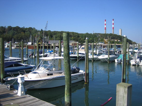 Port Jefferson, Nova York: Boats anchored at the harbor